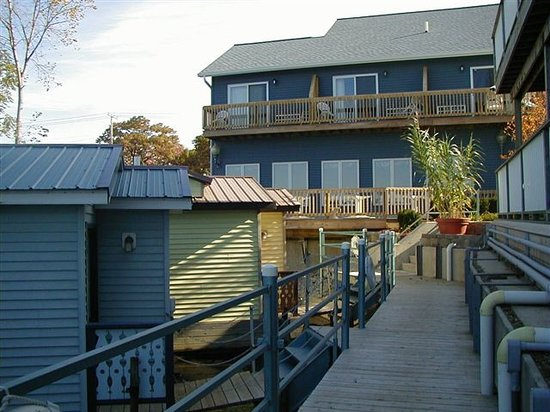 The Blue Heron Inn: Stay in one of our unique boat houses!
