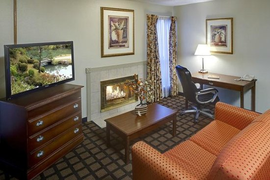 Orangewood Suites: Living Room