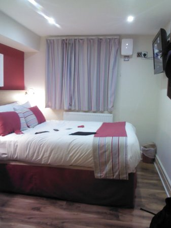 Le Ville Hotel: room
