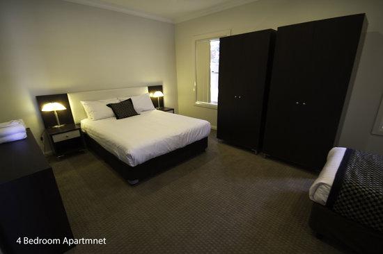 Best Western Plus Charles Sturt Suites & Apartments: 4 Bedroom Apartment