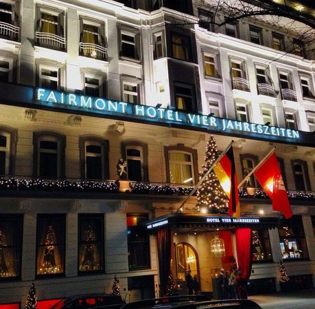 Fairmont Hotel Vier Jahreszeiten: @ Night