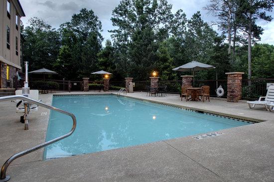 The Lodge on Lake Oconee : Pool Twilight