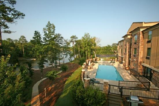 The Lodge on Lake Oconee: Side of Hotel