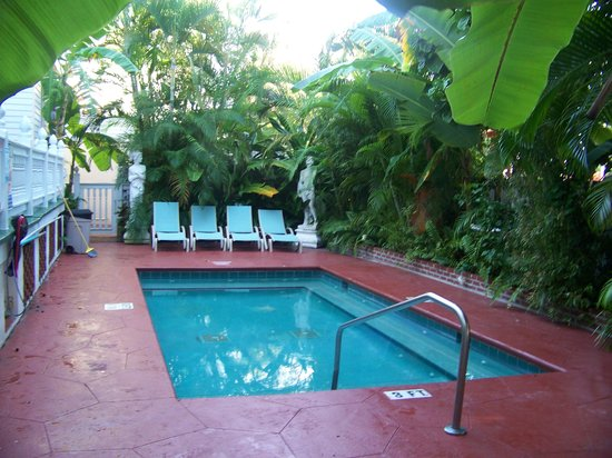 Southernmost Point Guest House: the jacuzzi