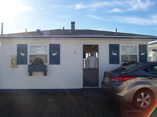 Crystal Pier Hotel & Cottages: Front Door of Cottage