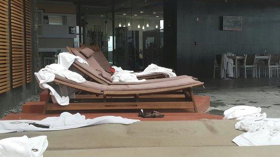 Hotel Dreams Araucania: Vista de reposeras en pileta