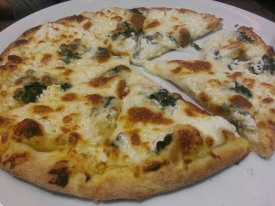 Restaurant Cote' Court : Spinach goat cheese pizza