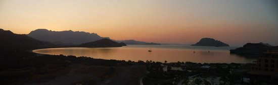 Villa del Palmar Beach Resort & Spa at The Islands of Loreto: Sunset over Danzante Bay