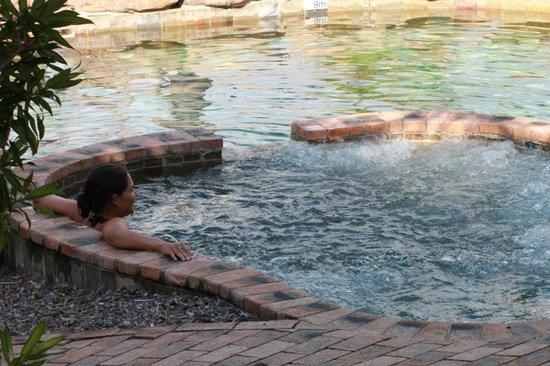 Colonial Palms Motor Inn: Pool n spa