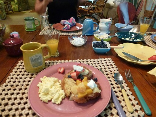 Mountain Laurel Inn Bed & Breakfast: Breakfast