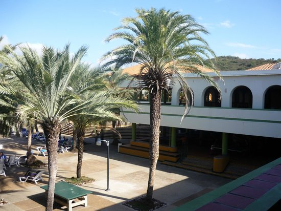 Dunes Hotel & Beach Resort: patios