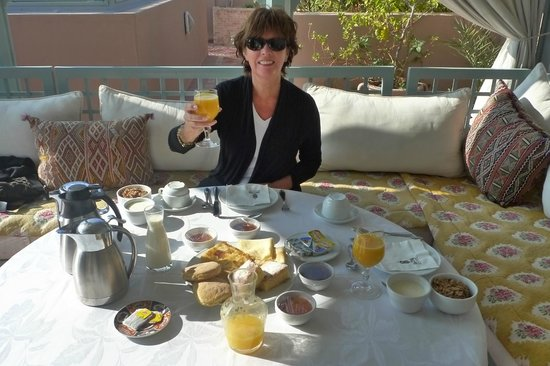 Riad Kniza: Rooftop Breakfast