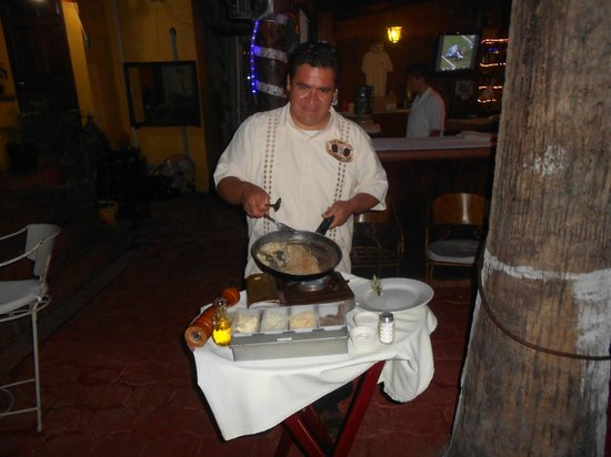 Los Barriles Restaurant & Bar : fish cooked tableside