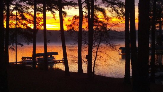 The Lodge on Lake Oconee: Sunrise on Lake Oconee