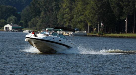 The Lodge on Lake Oconee: Boating on Lake Oconee
