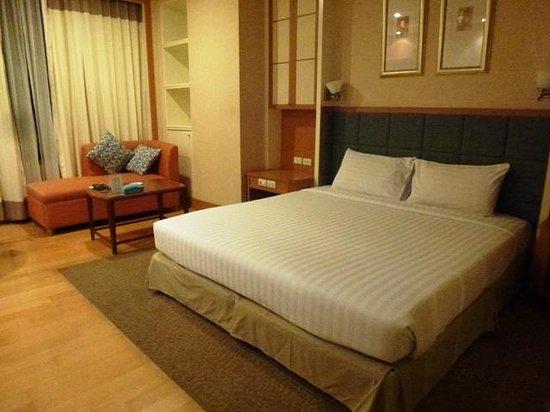 Jasmine City Hotel : クイーンベッド