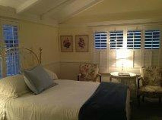 Carmel Green Lantern Inn: Maple Room ...Just beautiful