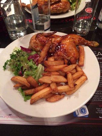 Angus Steakhouse: Mezzo pollo con patatine
