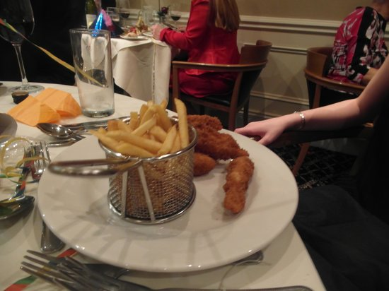 Kingsmills Hotel: Kids' chicken nuggets: look amazing!