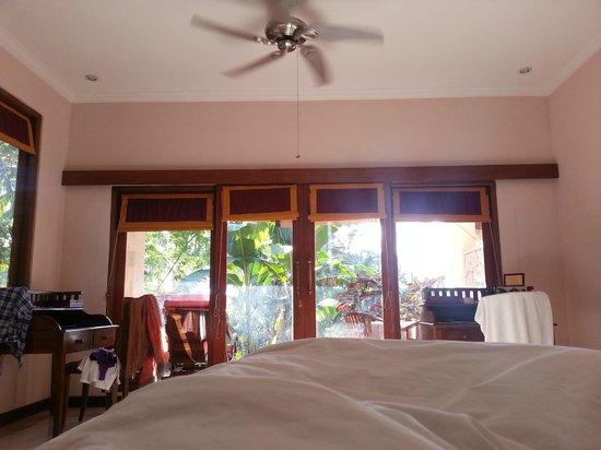 ONEWORLD retreats Kumara: in the room