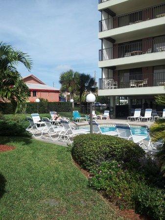 Gulf Beach Resort: pool area