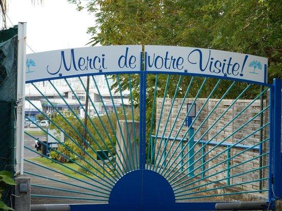 Residence des Iles Martinique: portail d'entrée de la résidence
