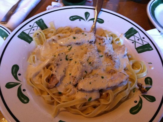 Chicken fettuccine alfredo picture of olive garden orlando tripadvisor for Olive garden locations near me