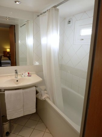 Hotel Caumartin Opera - Astotel: clean bathroom