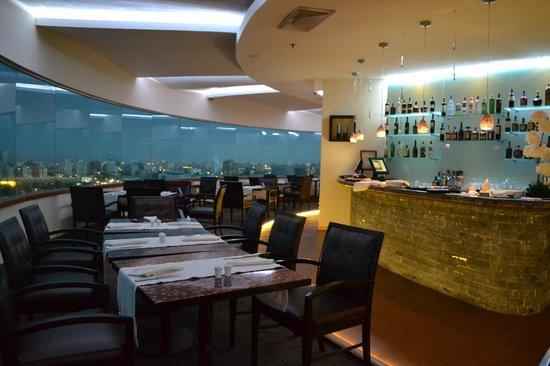 Dann Carlton Barranquilla: Restaurante El Giratorio