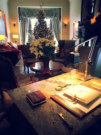 Wheeler Mansion: Warm and inviting den area to relax in the morning, wait for your carriage, or meet some friends