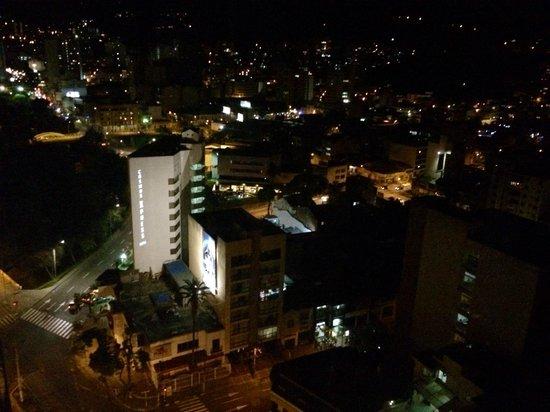 Torre De Cali Hotel: Vista de noche