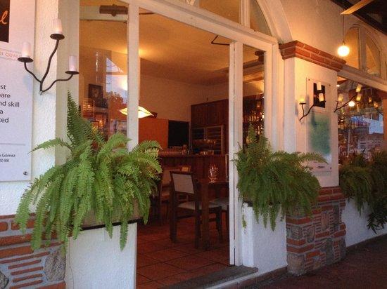 Trattoria Michel: Entrance to restaurant