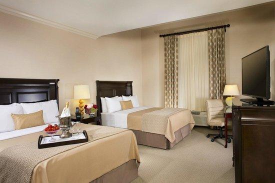 Ayres Hotel Fountain Valley/Huntington Beach : Two Queen Studio Suite