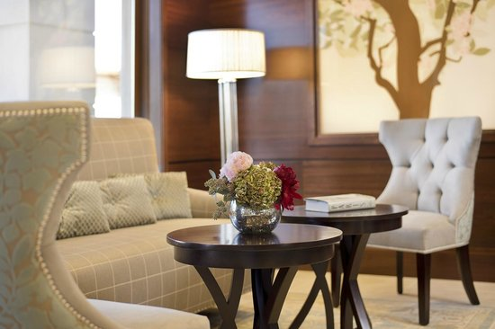 Ayres Hotel Fountain Valley/Huntington Beach : Lobby Seating