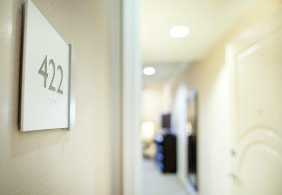 Ayres Hotel Fountain Valley/Huntington Beach : Guest Room Entry