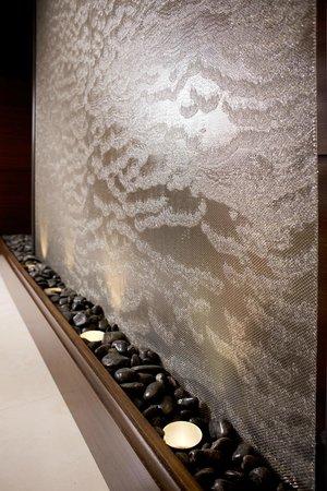 Ayres Hotel Fountain Valley/Huntington Beach : Lobby Water Wall Accent