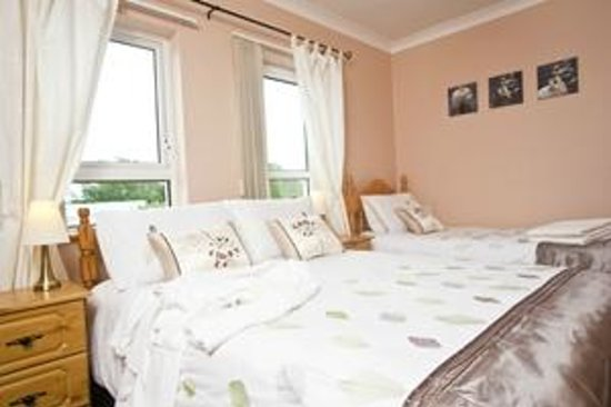 Burndale House B&B: Family Room 1x Double Bed 1x Single Bed