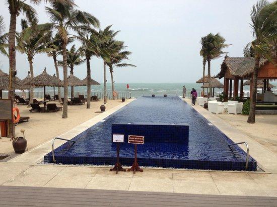 Sunrise Premium Resort Hoi An : Pool area