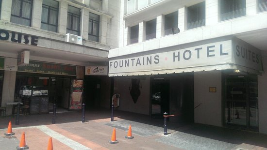 Fountains Hotel: Hotel entrance with sushi bar to the left