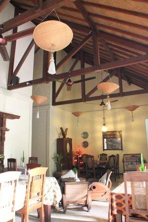 Rumah Mertua: bangunan serasa di desa