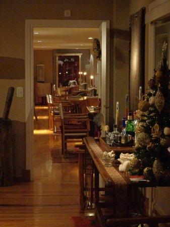 Los Ponchos Apart Boutique: Hall dos quartos e área do café da manhã