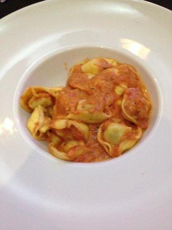 A Angelo Marcelo: pates farcies aux champignons sauces tomates mozzarela