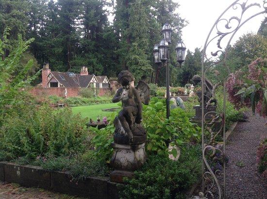 Thornewood Castle Inn and Gardens: Garden