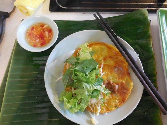 Vy's Market Restaurant & Cooking School: Ban Xeo