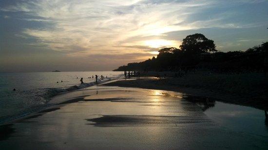 Sheraton Bijao Beach Resort : Beach at Sunset