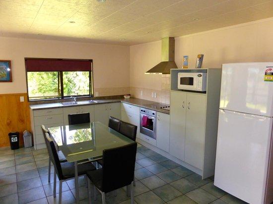 Whangarei TOP 10 Holiday Park: Motel - 4 bedroom; kitchen
