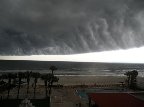 Holiday Inn Hotel & Suites Daytona Beach: View from 3rd Floor balcony.  Summer storm rolling in.