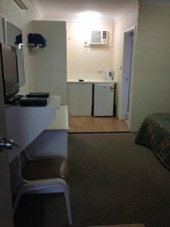 Sapphire City Motor Inn: kitchenette area