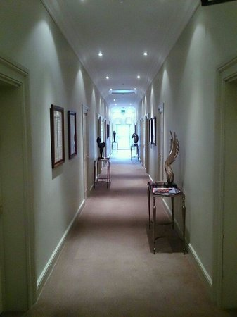 The Mount Somerset Hotel: Hall