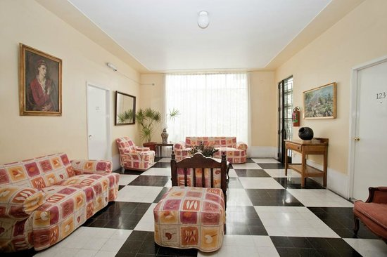 Hotel Casa Gonzalez : This is the ground floor living room on the house on Lerma Street
